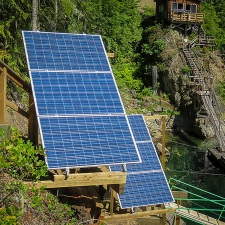 upper-campbell-lake-off-grid-solar-02