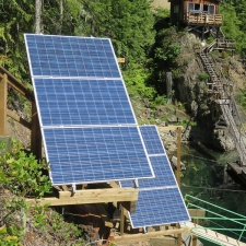 upper-campbell-lake-off-grid-solar-02